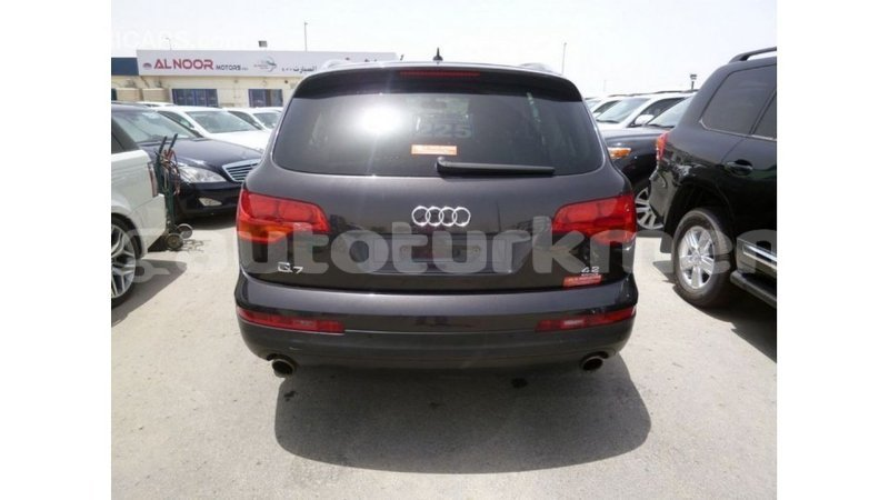Big with watermark audi q7 ahal import dubai 2237