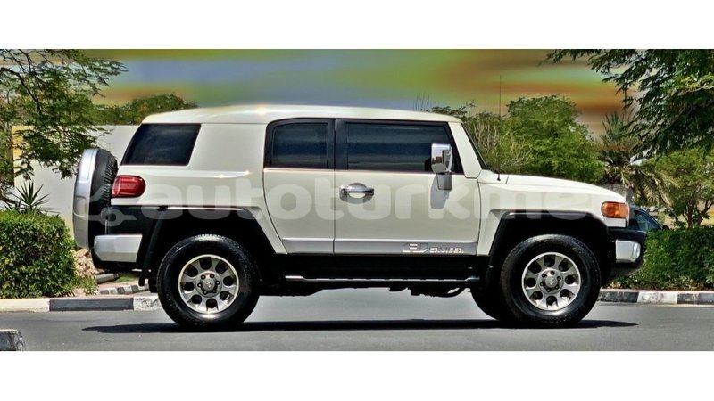 Big with watermark toyota fj cruiser ahal import dubai 3259